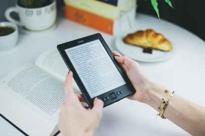 reading reader kindle female