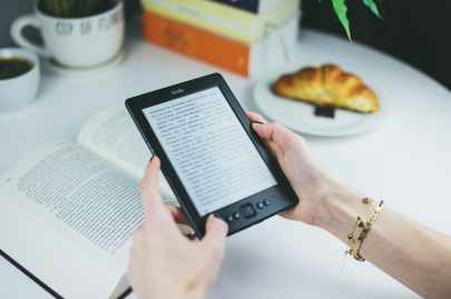 reading reader kindle female